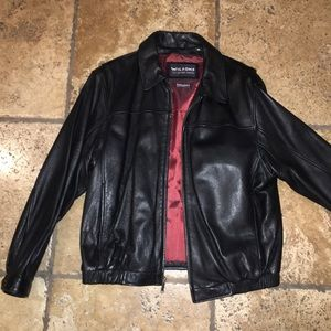 Leather bomber jacket with Thinsulate lining.
